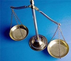 balance 300x258 - Les finalités du droit